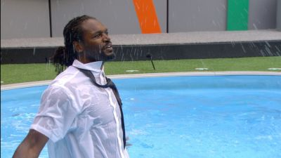 audley_in_the_pool.jpg